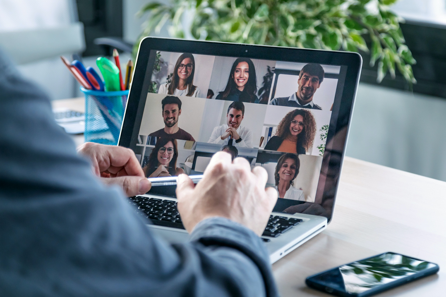 The Small Business Owner's Guide to Successfully Managing Remote Teams