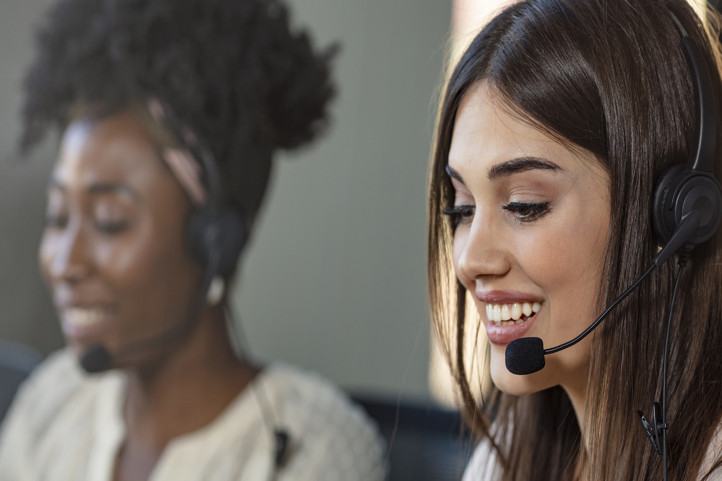 The Right (And Wrong) Way to Answer Phone Calls for Your Business